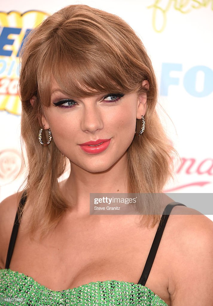 Taylor Swift arrives at the FOX's 2014 Teen Choice Awards at The Shrine Auditorium on August 10, 2014 in Los Angeles, California.