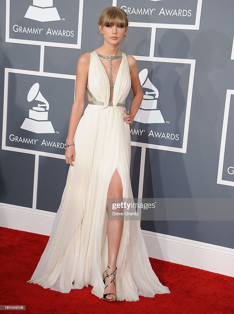 Taylor Swift arrives at the The 55th Annual GRAMMY Awards on February 10, 2013 in Los Angeles, California.