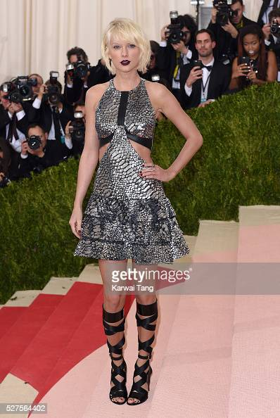 Taylor Swift arrives for the 'Manus x Machina Fashion In An Age Of Technology' Costume Institute Gala at Metropolitan Museum of Art on May 2 2016 in...