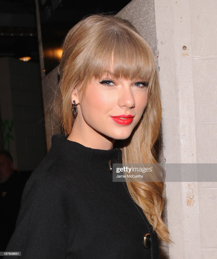 <a gi-track='captionPersonalityLinkClicked' href=/galleries/search?phrase=Taylor+Swift&family=editorial&specificpeople=619504 ng-click='$event.stopPropagation()'>Taylor Swift</a> attends backstage at Z100's Jingle Ball 2012, presented by Aeropostale, at Madison Square Garden on December 7, 2012 in New York City.