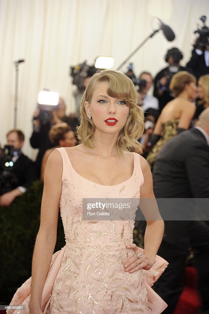 <a gi-track='captionPersonalityLinkClicked' href=/galleries/search?phrase=Taylor+Swift&family=editorial&specificpeople=619504 ng-click='$event.stopPropagation()'>Taylor Swift</a> attends 'Charles James: Beyond Fashion' Costume Institute Gala at the Metropolitan Museum of Art on May 5, 2014 in New York City.