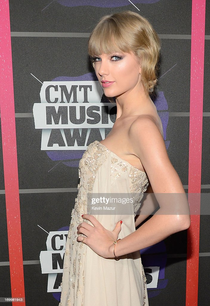 <a gi-track='captionPersonalityLinkClicked' href=/galleries/search?phrase=Taylor+Swift&family=editorial&specificpeople=619504 ng-click='$event.stopPropagation()'>Taylor Swift</a> attends the 2013 CMT Music awards at the Bridgestone Arena on June 5, 2013 in Nashville, Tennessee.