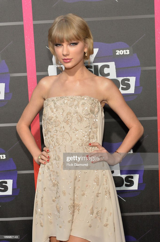 Taylor Swift attends the 2013 CMT Music awards at the Bridgestone Arena on June 5, 2013 in Nashville, Tennessee.