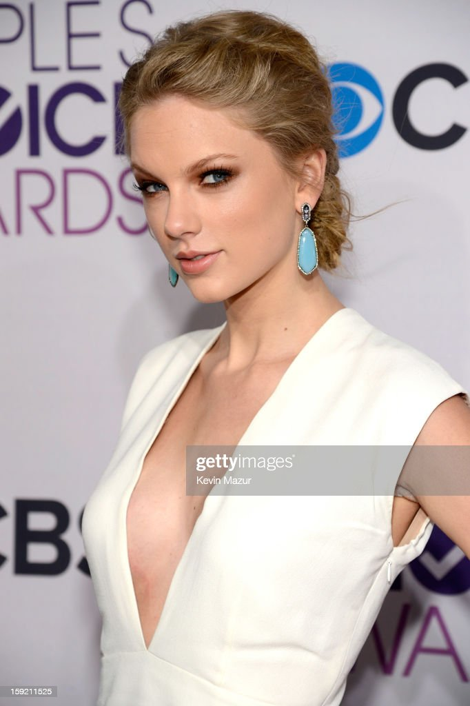 Taylor Swift attends the 2013 People's Choice Awards at Nokia Theatre L.A. Live on January 9, 2013 in Los Angeles, California.