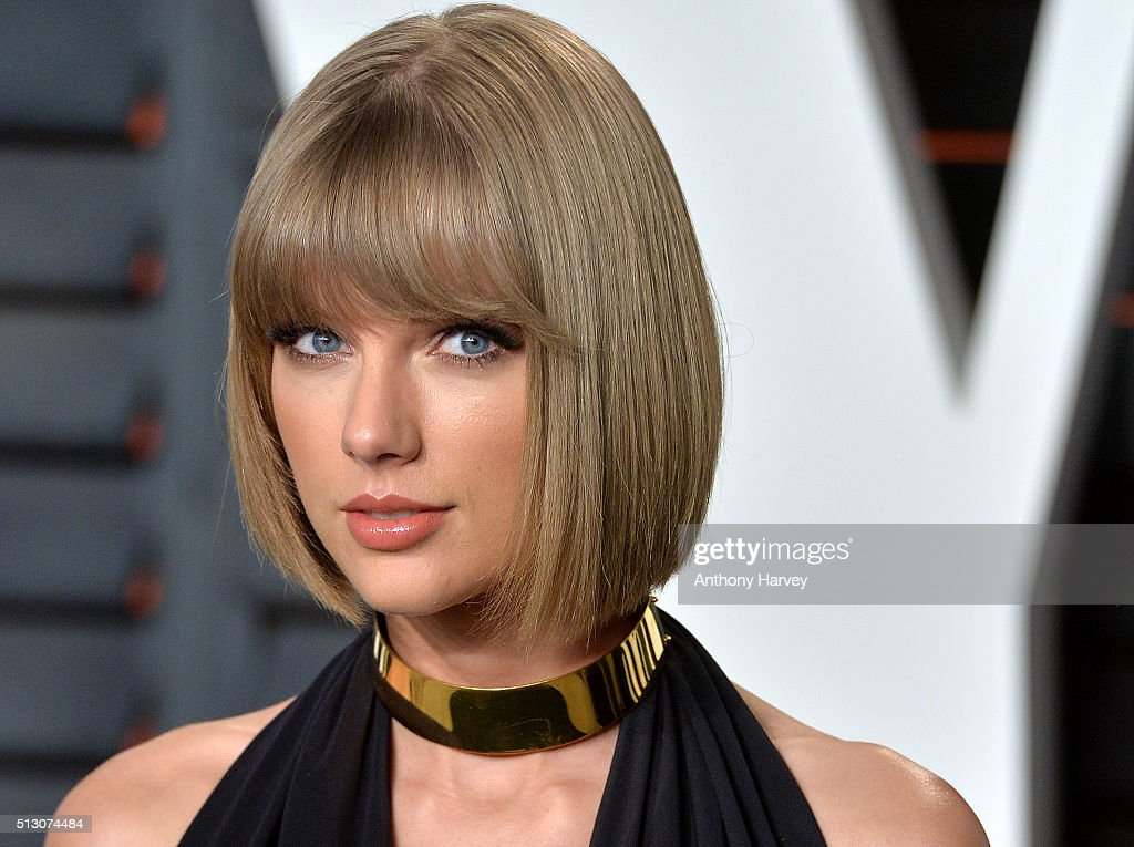 <a gi-track='captionPersonalityLinkClicked' href=/galleries/search?phrase=Taylor+Swift&family=editorial&specificpeople=619504 ng-click='$event.stopPropagation()'>Taylor Swift</a> attends the 2016 Vanity Fair Oscar Party hosted By Graydon Carter at Wallis Annenberg Center for the Performing Arts on February 28, 2016 in Beverly Hills, California.