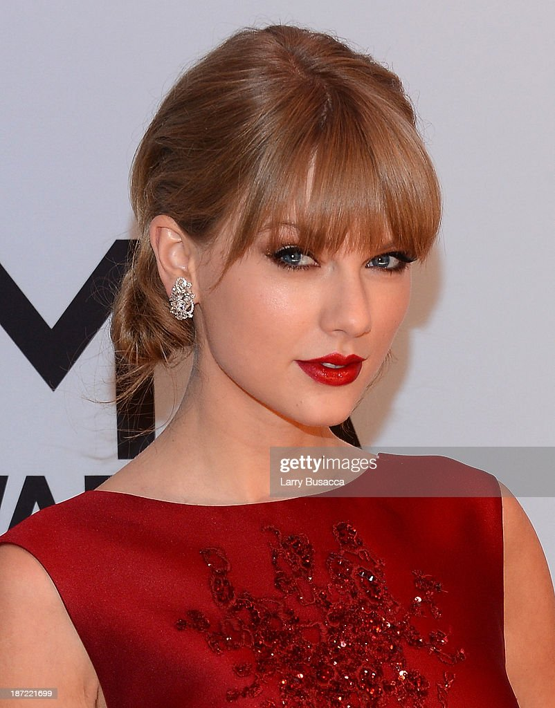 <a gi-track='captionPersonalityLinkClicked' href=/galleries/search?phrase=Taylor+Swift&family=editorial&specificpeople=619504 ng-click='$event.stopPropagation()'>Taylor Swift</a> attends the 47th annual CMA Awards at the Bridgestone Arena on November 6, 2013 in Nashville, Tennessee.