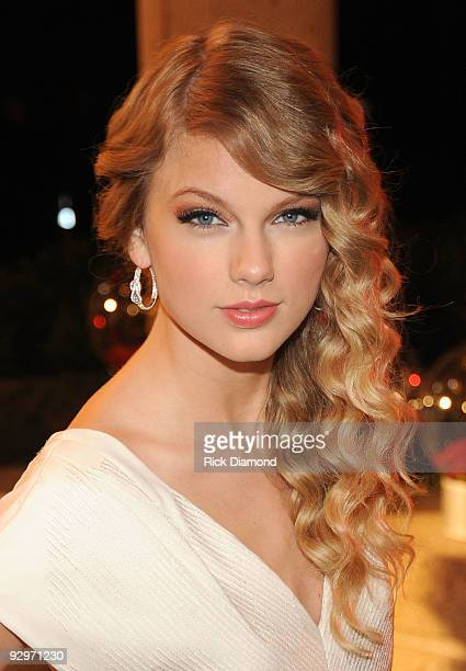 Taylor Swift attends the 57th Annual BMI Country Awards at BMI on November 10 2009 in Nashville Tennessee