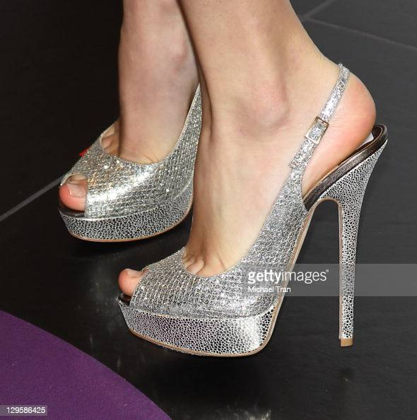Taylor Swift attends the fragrance launch for 'Wonderstruck' held at The Americana at Brand on October 18 2011 in Glendale California