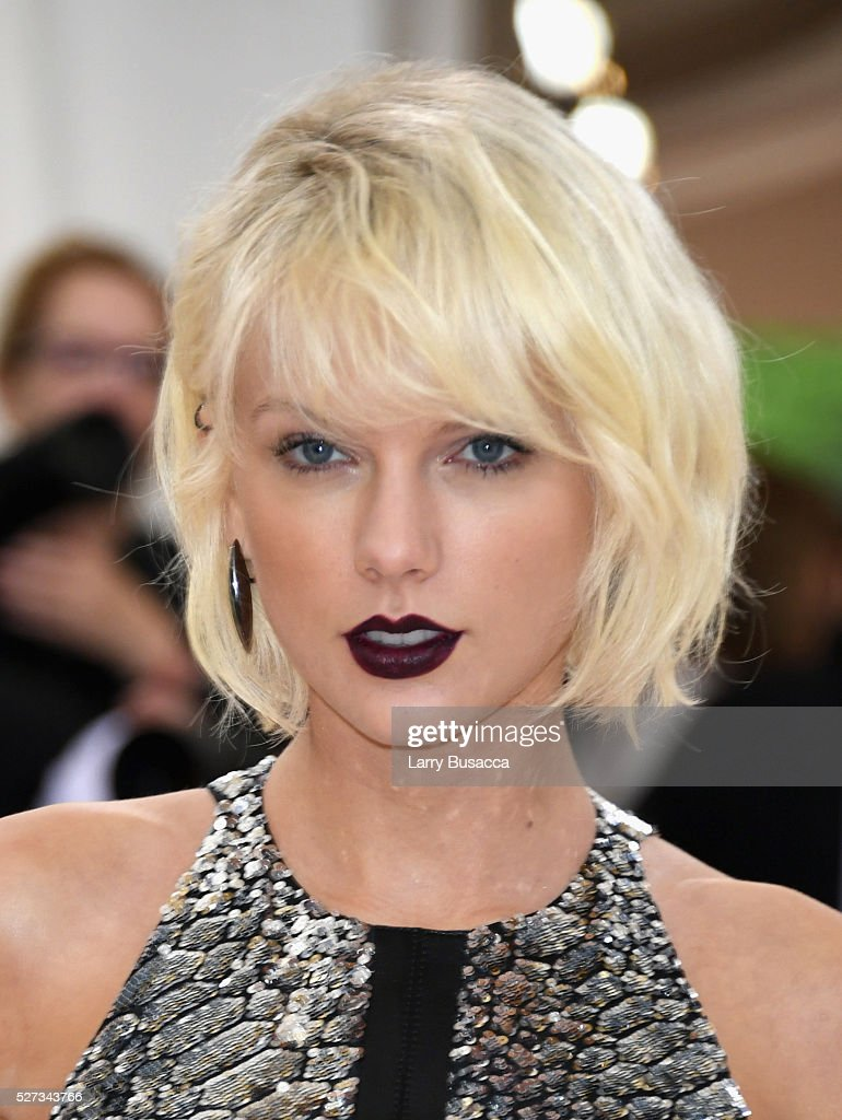 <a gi-track='captionPersonalityLinkClicked' href=/galleries/search?phrase=Taylor+Swift&family=editorial&specificpeople=619504 ng-click='$event.stopPropagation()'>Taylor Swift</a> attends the 'Manus x Machina: Fashion In An Age Of Technology' Costume Institute Gala at Metropolitan Museum of Art on May 2, 2016 in New York City.