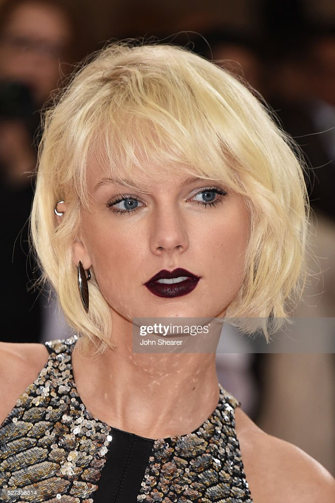 Taylor Swift attends the 'Manus x Machina: Fashion In An Age Of Technology' Costume Institute Gala at Metropolitan Museum of Art on May 2, 2016 in New York City.