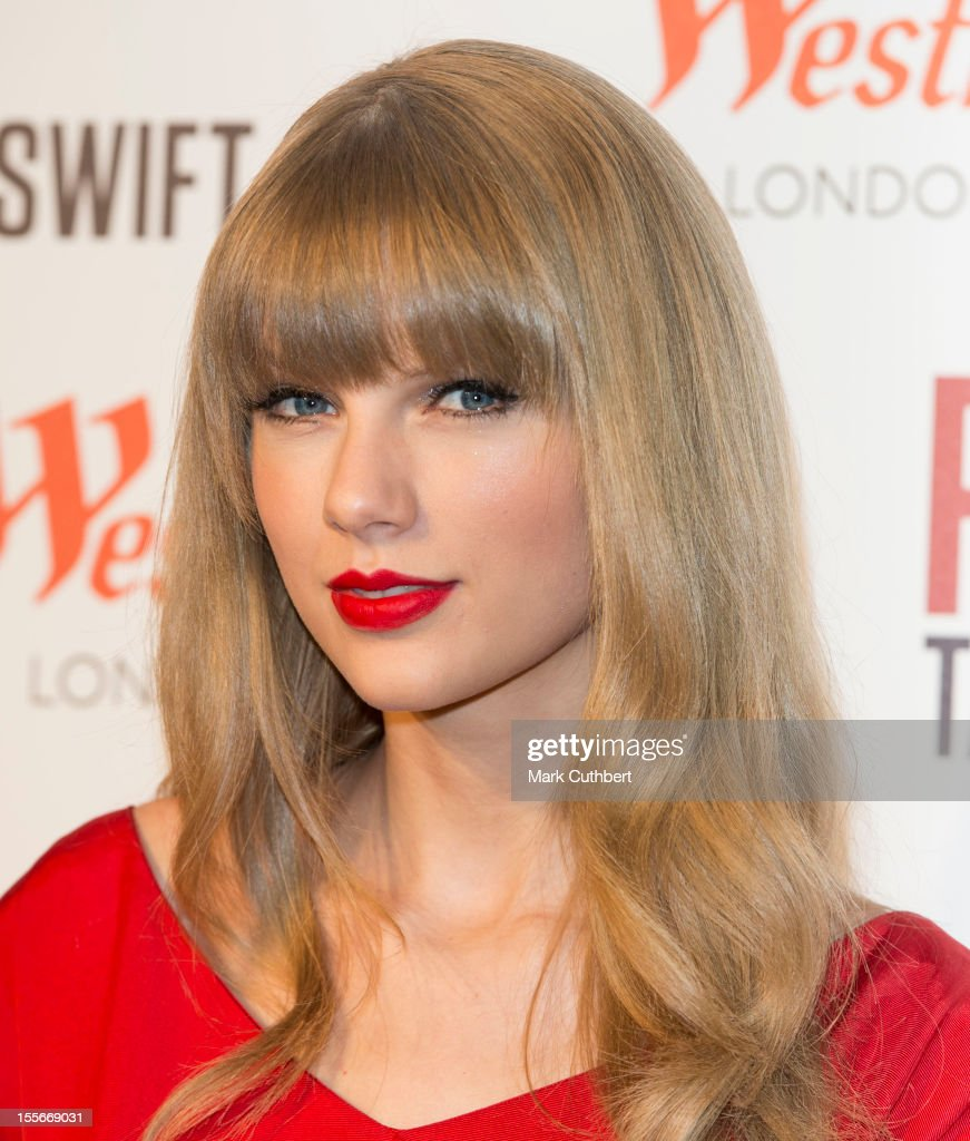 Christmas Lights Glisten Taylor Swift: Taylor Swift Switches On Westfield London Christmas Lights