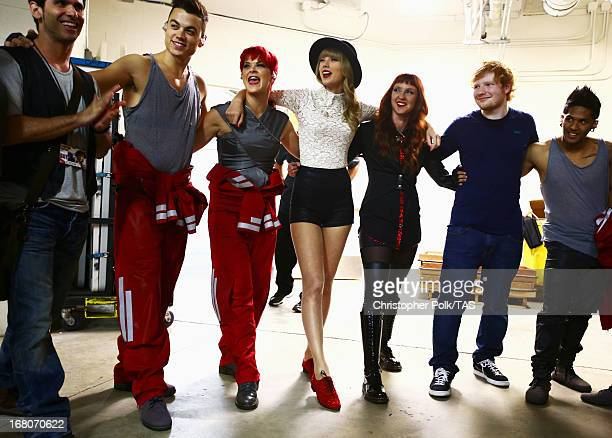 Taylor Swift Ed Sheeran and crew huddle backstage Taylor Swift played the first of 13 North American stadium dates on The RED Tour at Ford Field in...