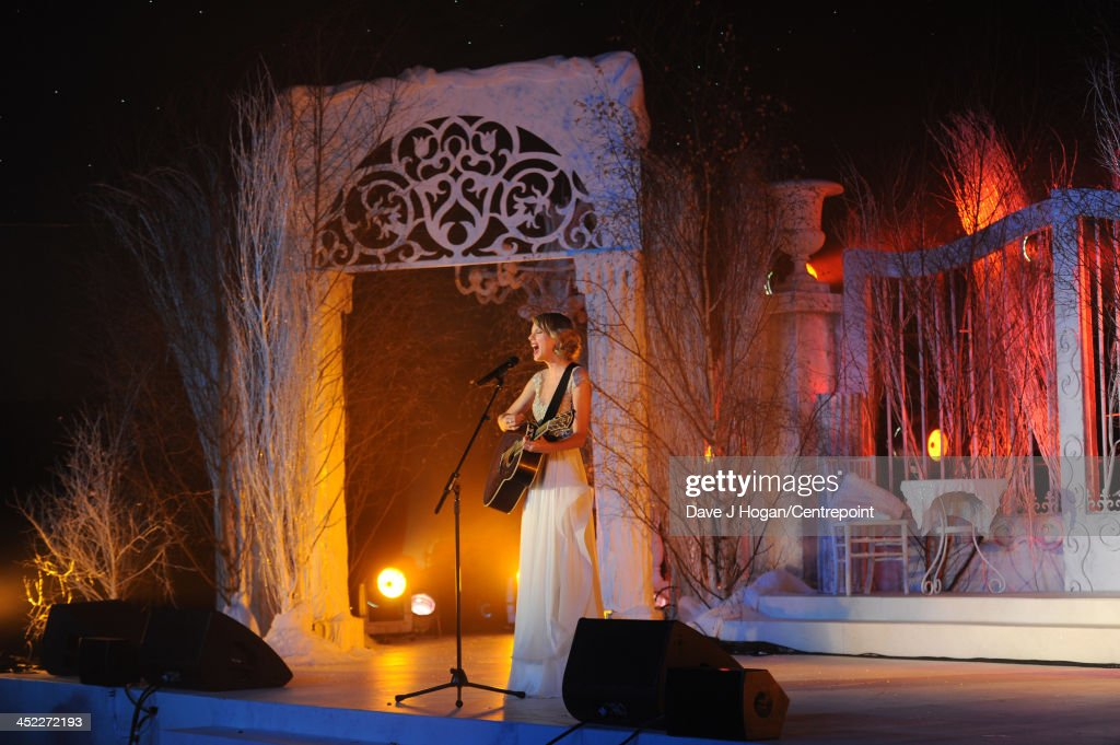 Taylor Swift performs at the Winter Whites Gala In Aid Of Centrepoint on November 26, 2013 in London, England.