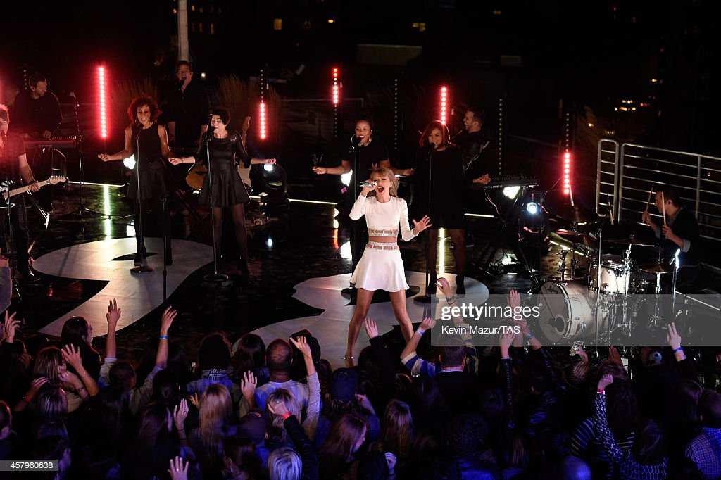 Taylor Swift performs during her 1989 Secret Session with iHeartRadio on October 27 2014 in New York City