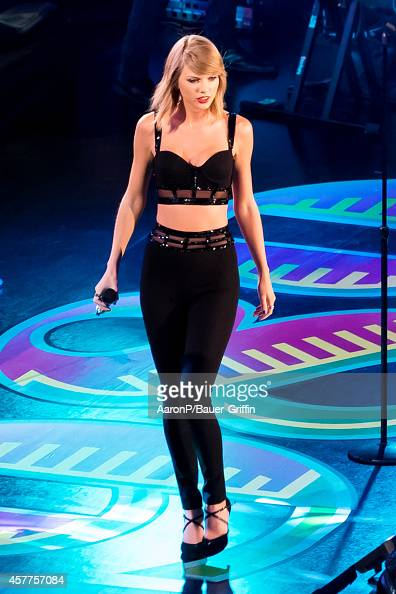Taylor Swift performs on Hollywood Blvd for 'Jimmy Kimmel Live' on October 23 2014 in Los Angeles California