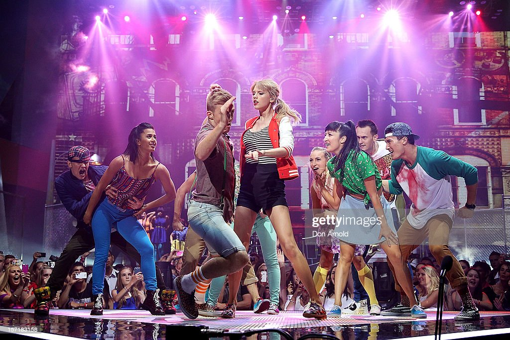 <a gi-track='captionPersonalityLinkClicked' href=/galleries/search?phrase=Taylor+Swift&family=editorial&specificpeople=619504 ng-click='$event.stopPropagation()'>Taylor Swift</a> performs on stage during the 26th Annual ARIA Awards 2012 at the Sydney Entertainment Centre on November 29, 2012 in Sydney, Australia.