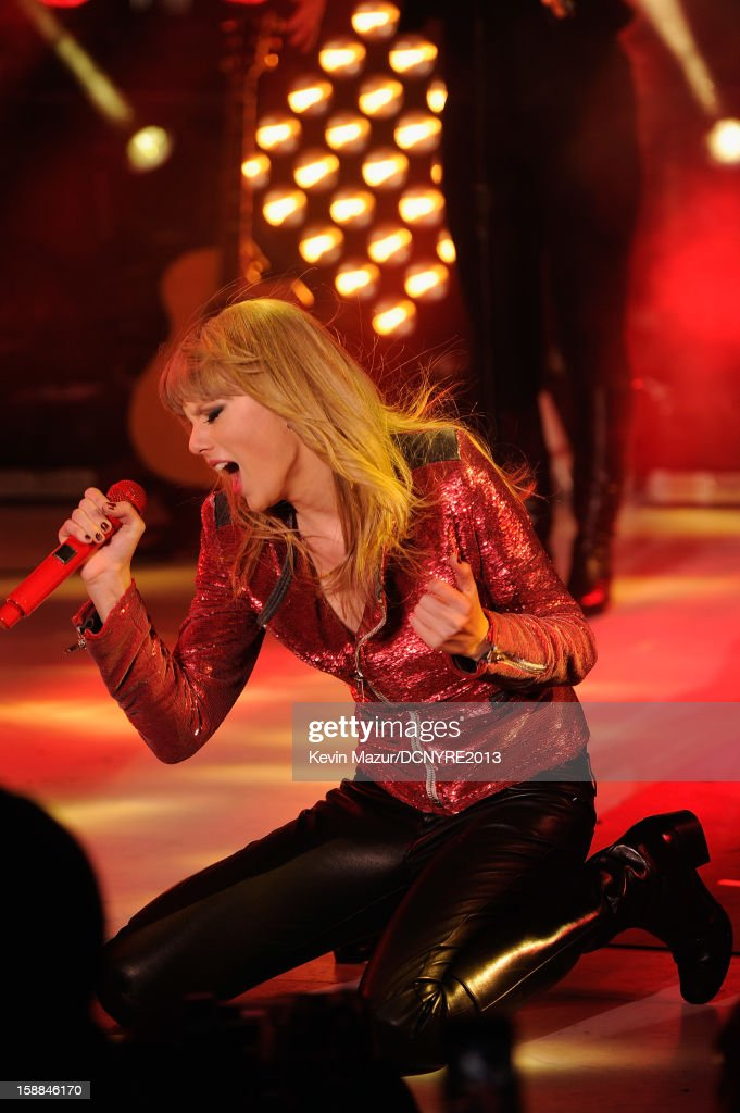 Taylor Swift performs onstage at Dick Clark's New Year's Rockin' Eve with Ryan Seacrest 2013 in Times Square on December 31, 2012 in New York City, New York.