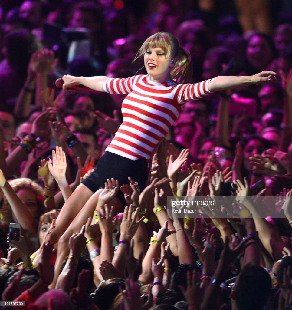 Taylor Swift performs onstage during the 2012 MTV Video Music Awards at Staples Center on September 6, 2012 in Los Angeles, California.
