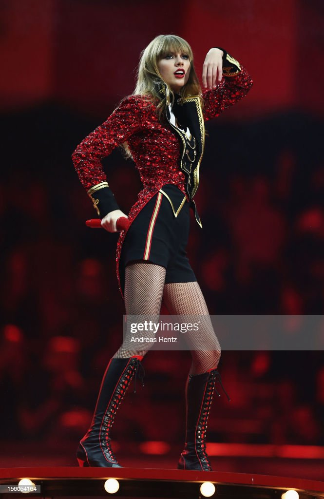 <a gi-track='captionPersonalityLinkClicked' href=/galleries/search?phrase=Taylor+Swift&family=editorial&specificpeople=619504 ng-click='$event.stopPropagation()'>Taylor Swift</a> performs onstage during the MTV EMA's 2012 at Festhalle Frankfurt on November 11, 2012 in Frankfurt am Main, Germany.