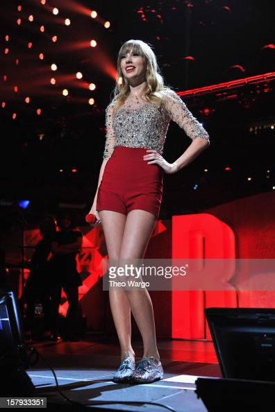 Taylor swift performs onstage during z100 s jingle ball 2012 presented