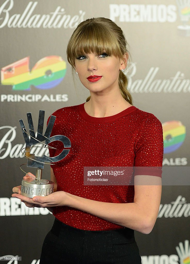Taylor Swift poses in the press room during '40 Principales Awards' 2012 at the Palacio de Deportes on January 24, 2013 in Madrid, Spain.
