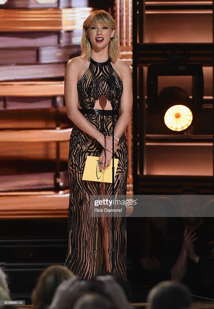 taylor-swift-speaks-onstage-at-the-50th-annual-cma-awards-at-the-on-picture-id620689240