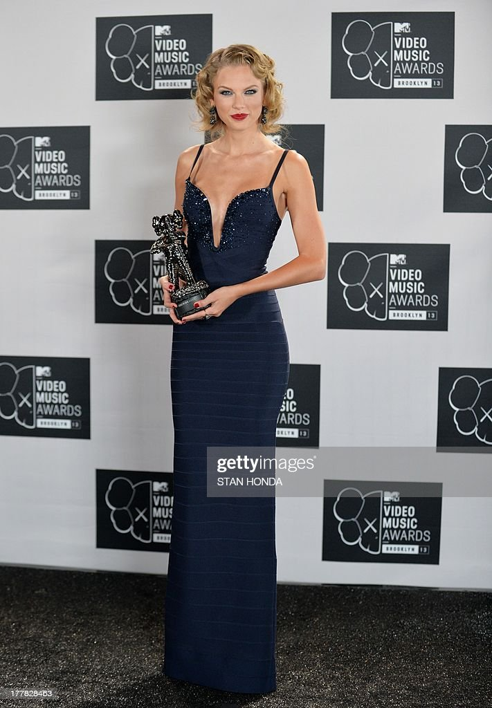 <a gi-track='captionPersonalityLinkClicked' href=/galleries/search?phrase=Taylor+Swift&family=editorial&specificpeople=619504 ng-click='$event.stopPropagation()'>Taylor Swift</a>, winner of Best Female Video, at the MTV Video Music Awards August 25, 2013 at the Barclays Center in New York. AFP PHOTO/Stan HONDA