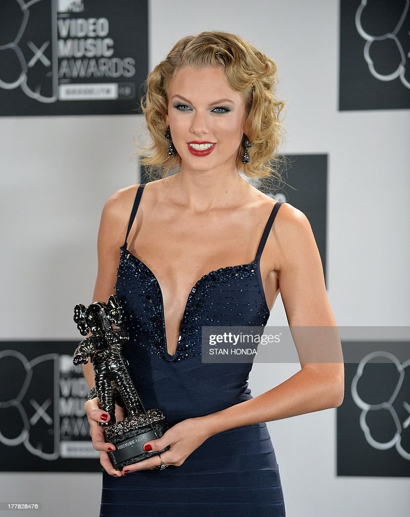 Taylor Swift, winner of Best Female Video, at the MTV Video Music Awards August 25, 2013 at the Barclays Center in New York. AFP PHOTO/Stan HONDA