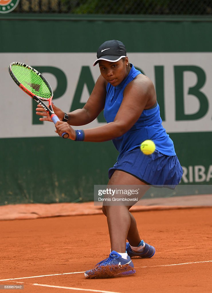 <a gi-track='captionPersonalityLinkClicked' href=/galleries/search?phrase=Taylor+Townsend&family=editorial&specificpeople=8224266 ng-click='$event.stopPropagation()'>Taylor Townsend</a> of the United States plays a backhand during the Women's Singles first round match against Amandine Hesse of France on day three of the 2016 French Open at Roland Garros on May 24, 2016 in Paris, France.