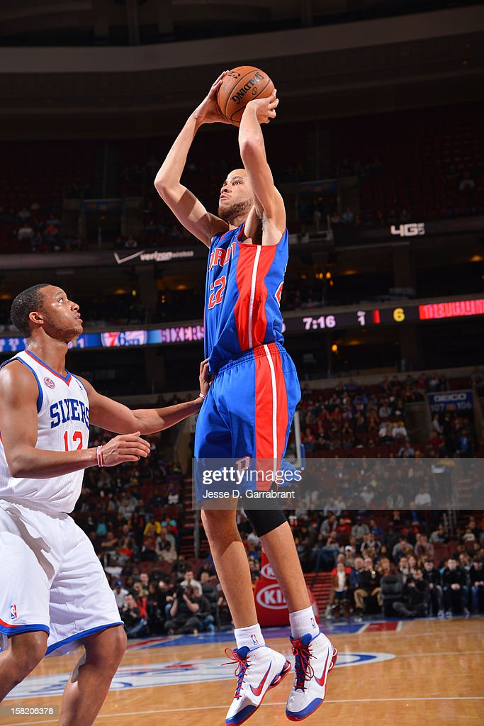 <a gi-track='captionPersonalityLinkClicked' href=/galleries/search?phrase=Tayshaun+Prince&family=editorial&specificpeople=201553 ng-click='$event.stopPropagation()'>Tayshaun Prince</a> #22 of the Detroit Pistons shoots against <a gi-track='captionPersonalityLinkClicked' href=/galleries/search?phrase=Evan+Turner&family=editorial&specificpeople=4665764 ng-click='$event.stopPropagation()'>Evan Turner</a> #12 of the Philadelphia 76ers on December 10, 2012 at the Wells Fargo Center in Philadelphia, Pennsylvania.