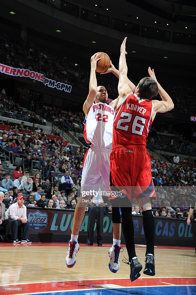 <a gi-track='captionPersonalityLinkClicked' href=/galleries/search?phrase=Tayshaun+Prince&family=editorial&specificpeople=201553 ng-click='$event.stopPropagation()'>Tayshaun Prince</a> #22 of the Detroit Pistons shoots against <a gi-track='captionPersonalityLinkClicked' href=/galleries/search?phrase=Kyle+Korver&family=editorial&specificpeople=202504 ng-click='$event.stopPropagation()'>Kyle Korver</a> #26 of the Atlanta Hawks on January 4, 2013 at The Palace of Auburn Hills in Auburn Hills, Michigan.