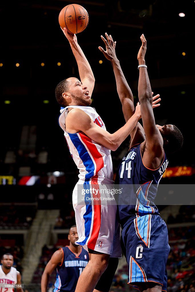 <a gi-track='captionPersonalityLinkClicked' href=/galleries/search?phrase=Tayshaun+Prince&family=editorial&specificpeople=201553 ng-click='$event.stopPropagation()'>Tayshaun Prince</a> #22 of the Detroit Pistons shoots against <a gi-track='captionPersonalityLinkClicked' href=/galleries/search?phrase=Michael+Kidd-Gilchrist&family=editorial&specificpeople=8526214 ng-click='$event.stopPropagation()'>Michael Kidd-Gilchrist</a> #14 of the Charlotte Bobcats on January 6, 2013 at The Palace of Auburn Hills in Auburn Hills, Michigan.