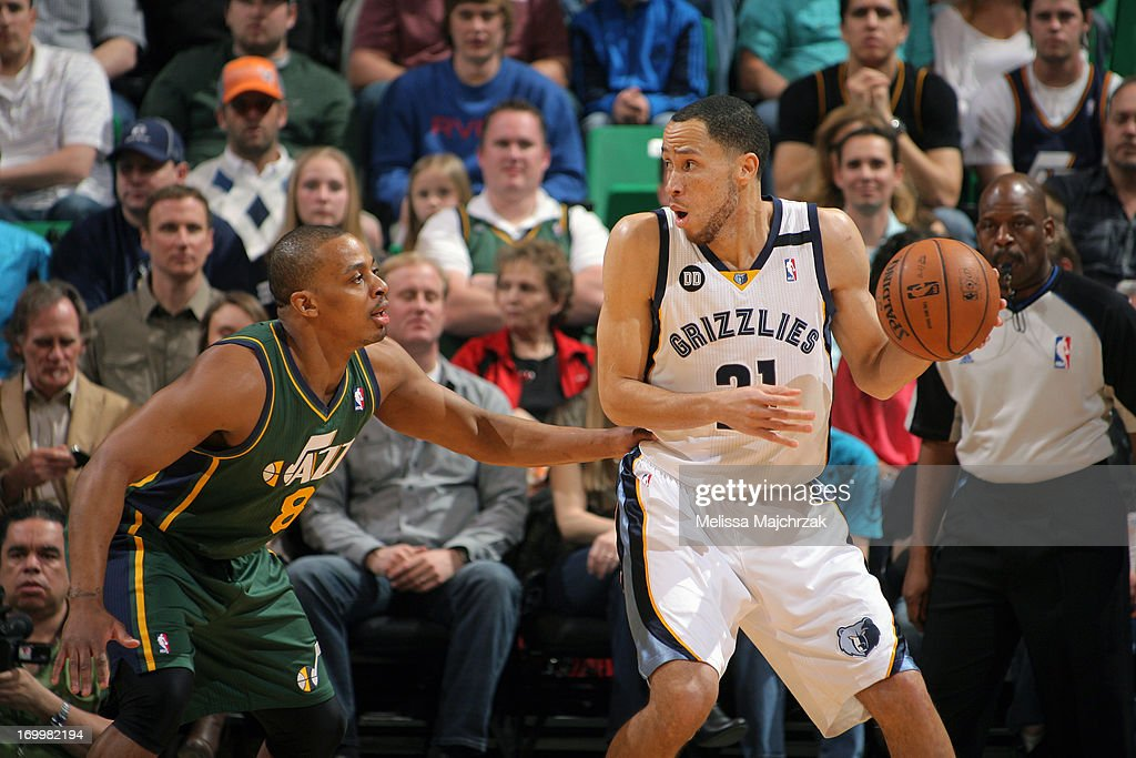 <a gi-track='captionPersonalityLinkClicked' href=/galleries/search?phrase=Tayshaun+Prince&family=editorial&specificpeople=201553 ng-click='$event.stopPropagation()'>Tayshaun Prince</a> #21 of the Memphis Grizzlies controls the ball against <a gi-track='captionPersonalityLinkClicked' href=/galleries/search?phrase=Randy+Foye&family=editorial&specificpeople=240185 ng-click='$event.stopPropagation()'>Randy Foye</a> #8 of the Utah Jazz at Energy Solutions Arena on March 16, 2013 in Salt Lake City, Utah.