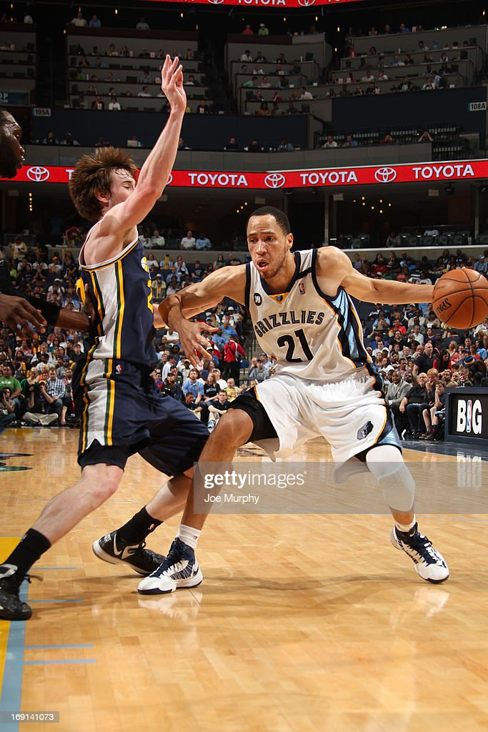 <a gi-track='captionPersonalityLinkClicked' href=/galleries/search?phrase=Tayshaun+Prince&family=editorial&specificpeople=201553 ng-click='$event.stopPropagation()'>Tayshaun Prince</a> #21 of the Memphis Grizzlies drives against <a gi-track='captionPersonalityLinkClicked' href=/galleries/search?phrase=Gordon+Hayward&family=editorial&specificpeople=5767271 ng-click='$event.stopPropagation()'>Gordon Hayward</a> #20 of the Utah Jazz on April 17, 2013 at FedExForum in Memphis, Tennessee.