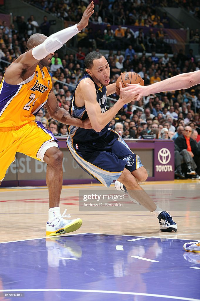 <a gi-track='captionPersonalityLinkClicked' href=/galleries/search?phrase=Tayshaun+Prince&family=editorial&specificpeople=201553 ng-click='$event.stopPropagation()'>Tayshaun Prince</a> #21 of the Memphis Grizzlies drives to the basket against <a gi-track='captionPersonalityLinkClicked' href=/galleries/search?phrase=Kobe+Bryant&family=editorial&specificpeople=201466 ng-click='$event.stopPropagation()'>Kobe Bryant</a> #24 of the Los Angeles Lakers at Staples Center on April 5, 2013 in Los Angeles, California.