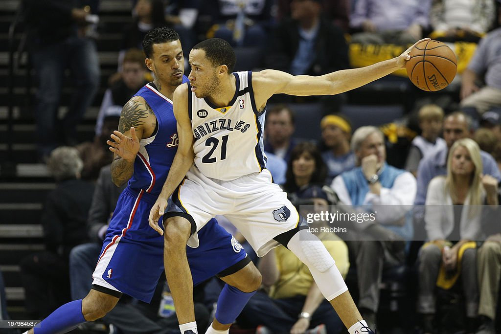 Tayshaun Prince of the Memphis Grizzlies drives to the basket against Matt Barnes of the Los Angeles Clippers during Game Six of the Western...