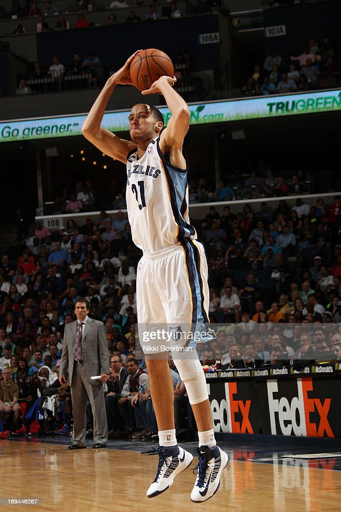 <a gi-track='captionPersonalityLinkClicked' href=/galleries/search?phrase=Tayshaun+Prince&family=editorial&specificpeople=201553 ng-click='$event.stopPropagation()'>Tayshaun Prince</a> #21 of the Memphis Grizzlies shoots a jump shot against the Los Angeles Clippers on April 13, 2013 at FedExForum in Memphis, Tennessee.