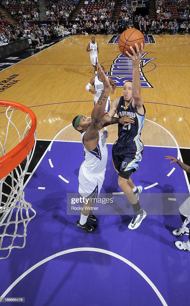 Tayshaun Prince #21 of the Memphis Grizzlies shoots against DeMarcus Cousins #15 of the Sacramento Kings on April 7, 2013 at Sleep Train Arena in Sacramento, California.