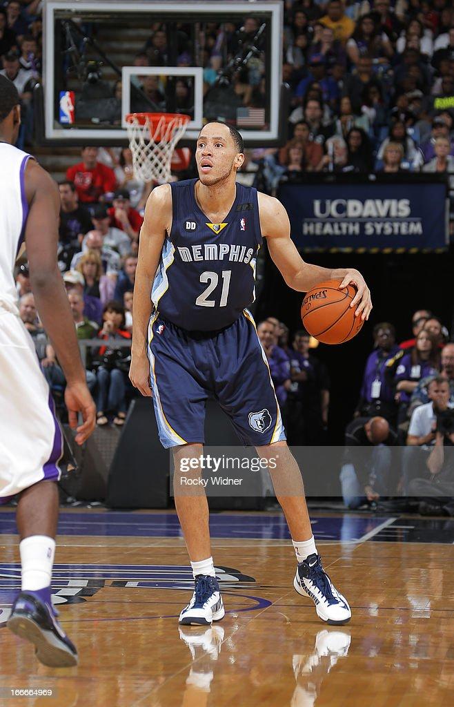 Tayshaun Prince #21 of the Memphis Grizzlies surveys the defense of the Sacramento Kings on April 7, 2013 at Sleep Train Arena in Sacramento, California.