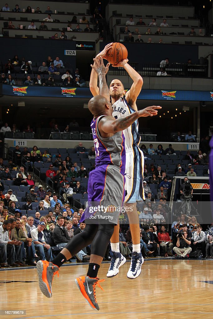 <a gi-track='captionPersonalityLinkClicked' href=/galleries/search?phrase=Tayshaun+Prince&family=editorial&specificpeople=201553 ng-click='$event.stopPropagation()'>Tayshaun Prince</a> #21 of the Memphis Grizzlies takes a shot against the Phoenix Suns on February 5, 2013 at FedExForum in Memphis, Tennessee.