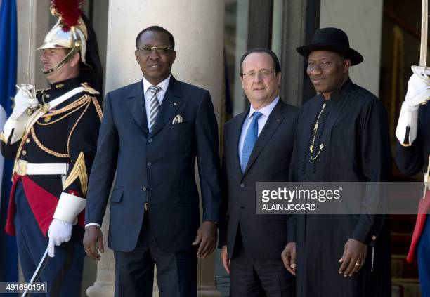 Tchad's President Idriss Deby French President Francois Hollande and Nigeria's President Goodluck Jonathan pose for a picture before an African...