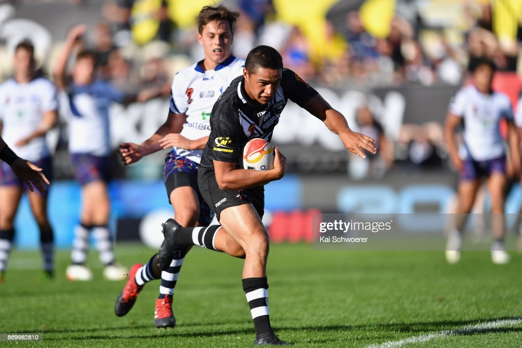 Te Maire Martin of the Kiwis runs through to score a try during the 2017 Rugby League World Cup match between the New Zealand Kiwis and Scotland at AMI Stadium on November 4, 2017 in Christchurch, New Zealand.