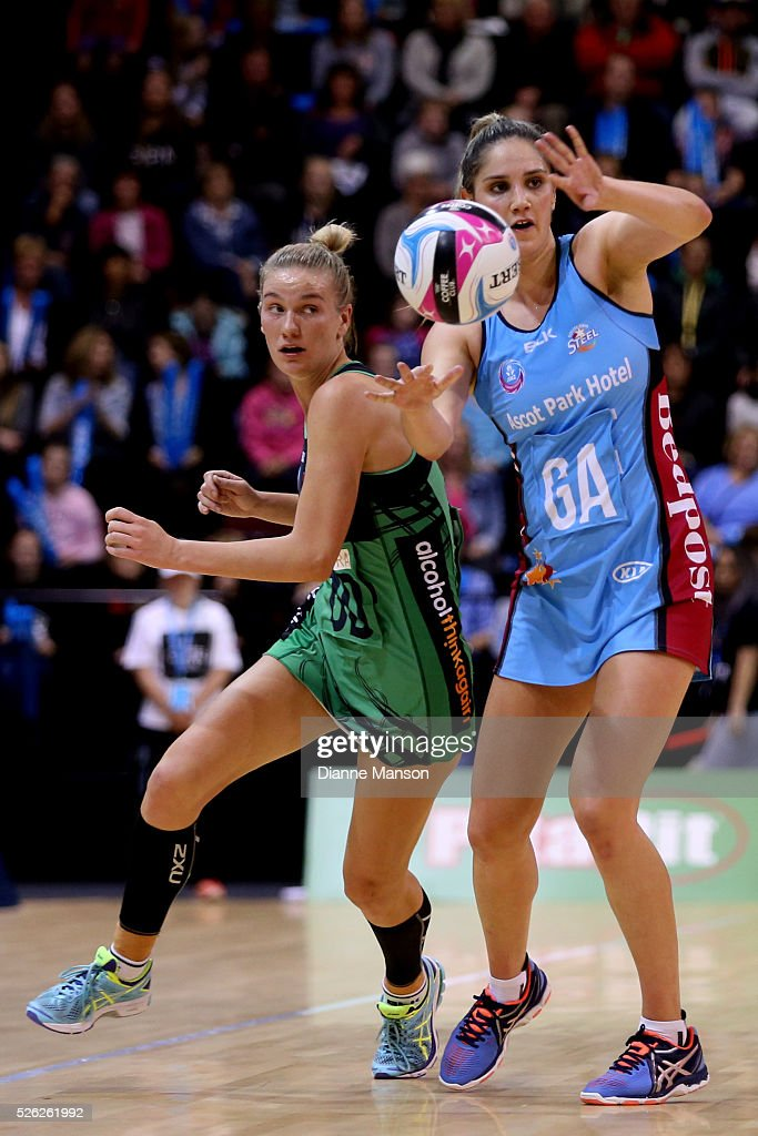 Te Paea Selby Rickit (R) of the Steel passes the ball during the ANZ Championship match between the Steel and the Fever on April 30, 2016 in Invercargill, New Zealand.
