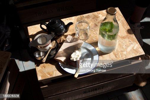 Tea and cake : Stock Photo
