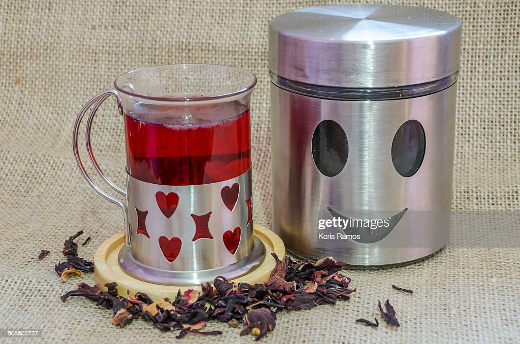 Tea and smiling tea pot : Foto de stock
