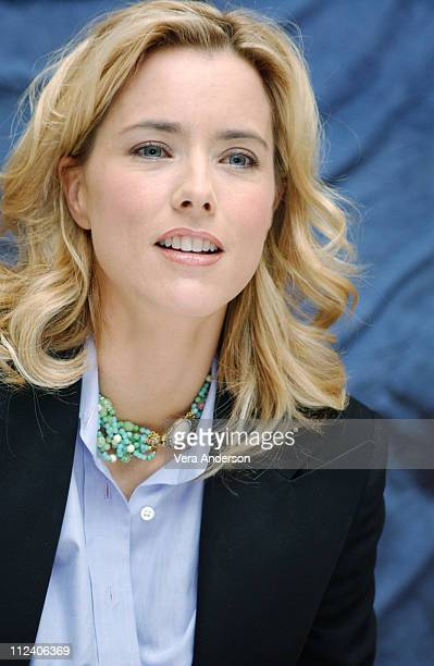 Tea Leoni during 'Spanglish' Press Conference with Adam Sandler Tea Leoni James L Brooks Paz Vega and Cloris Leachman at Four Seasons Hotel in Los...