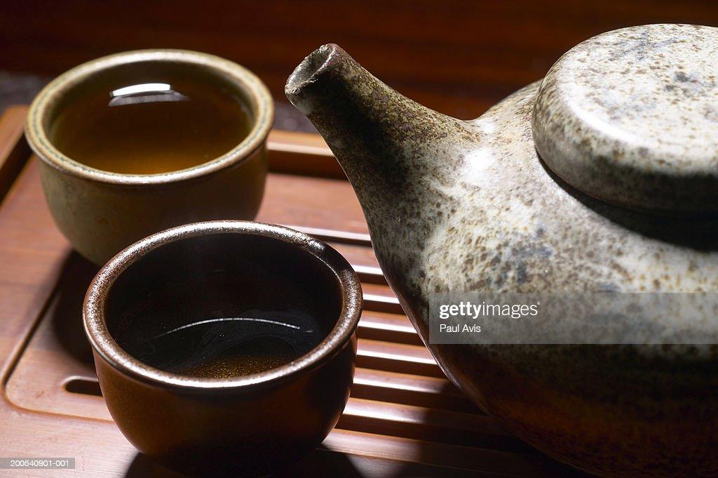 Tea pot and cups, close-up : Stock Photo