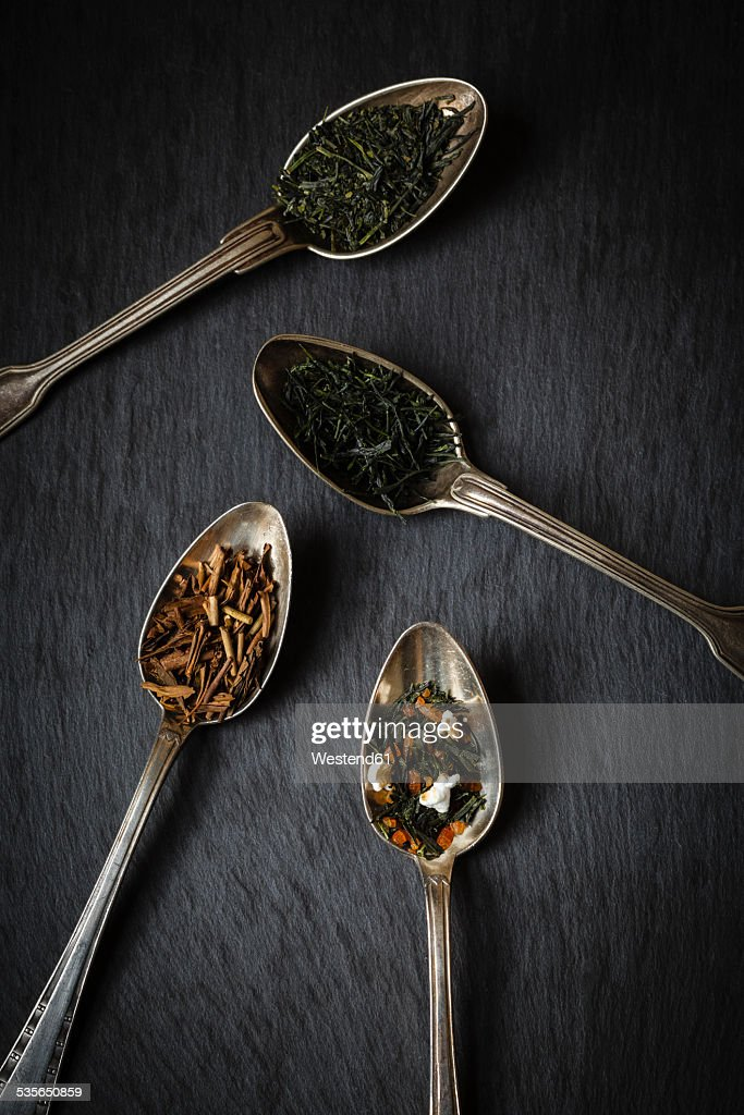 Tea spoons of Sencha, Gyokuro, Hojicha and Genmaicha on black background