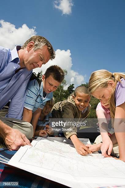Lehrer und Schüler, Blick in die Karte