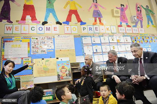 Teacher Jane Pan science coach Jack Ruolo NYC Mayor Bill de Blasio and Assembly Speaker Sheldon Silver sit in a preK classroom during a visit at PS1...